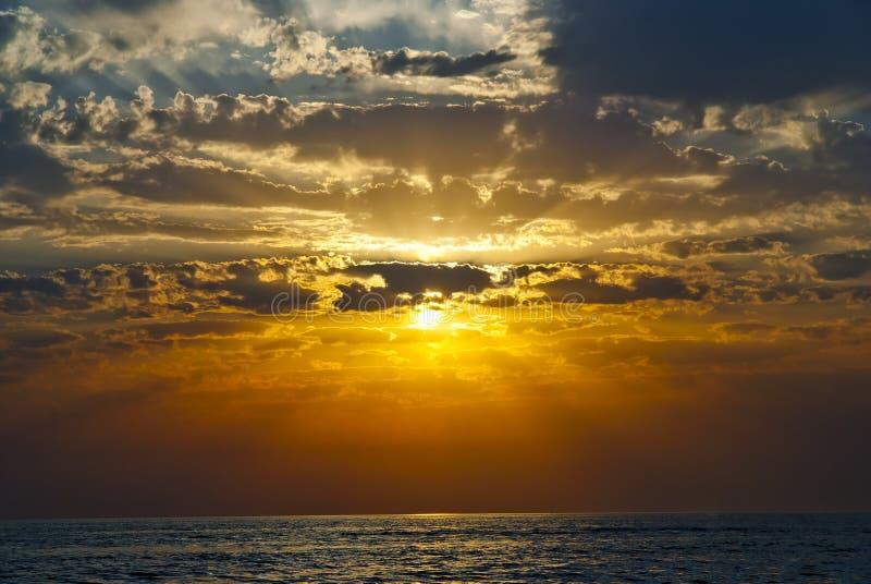 Красивое небо позднего вечера стоковые фотографии rf