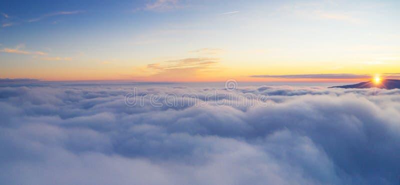 Красивое облачное небо восхода солнца от вида с воздуха стоковые изображения rf