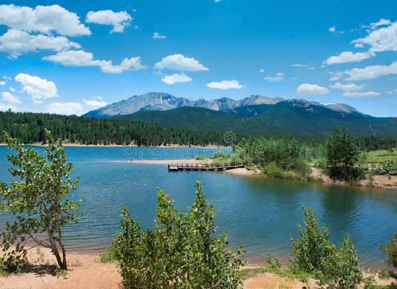 Красивое озеро в взгляде щук Колорадо пиковом стоковые фотографии rf