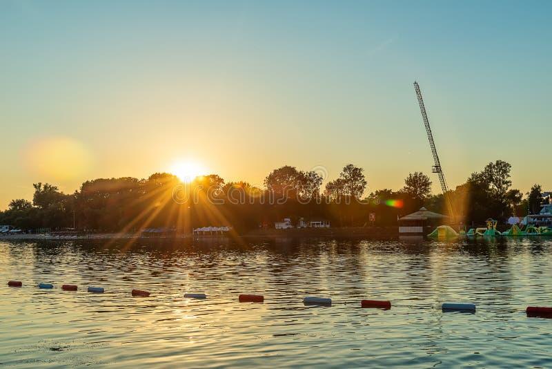 Красивое озеро Ada Ciganlija в Белграде стоковая фотография