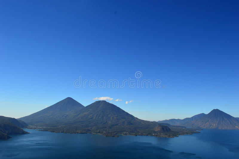 Красивое озеро ¡ n Atitlà стоковое изображение rf