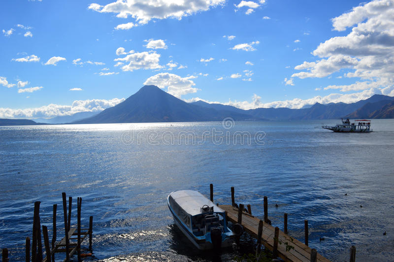 Красивое озеро ¡ n Atitlà стоковое фото rf