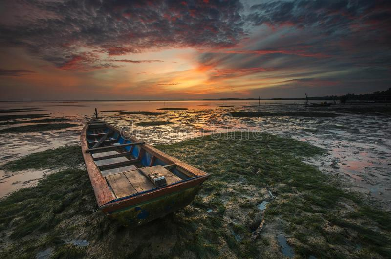 Красивое раннее утро на пляже Jubakar, Tumpat Kelantan Обрамлять природы долгой выдержки стоковое изображение rf