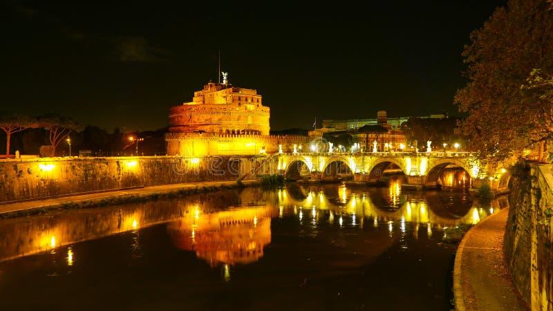 Download Красивое река Тибр в Риме к ноча Стоковое Изображение - изображение насчитывающей городок, урбанско: 81807893