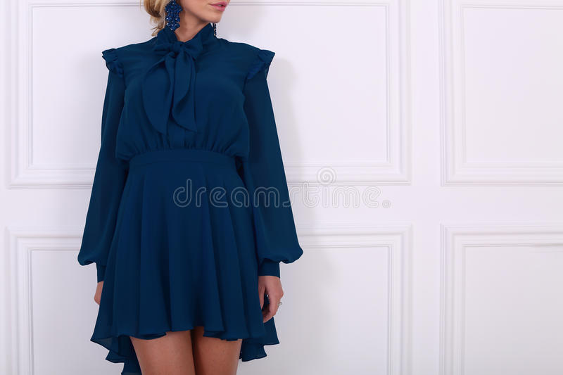 Красивое синее платье стоковое фото