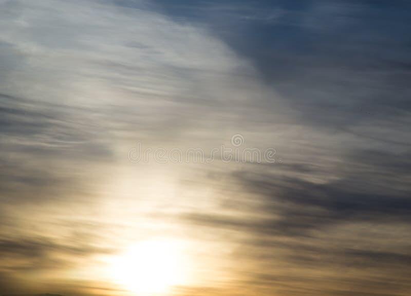 Красивое солнце рассвета в небе стоковые изображения