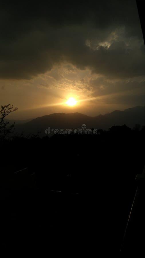 Красивое солнце установленное с большим wheather стоковая фотография rf