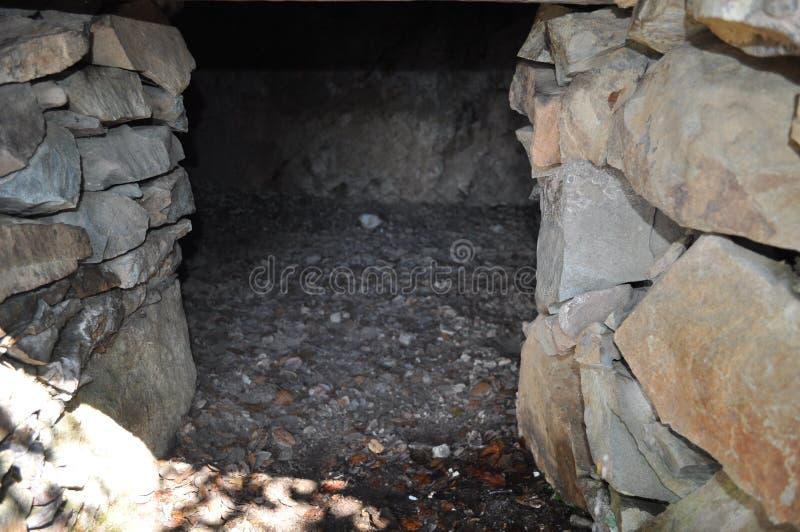 Красивое укрытие спрятанное в лесе в Кипре стоковые изображения