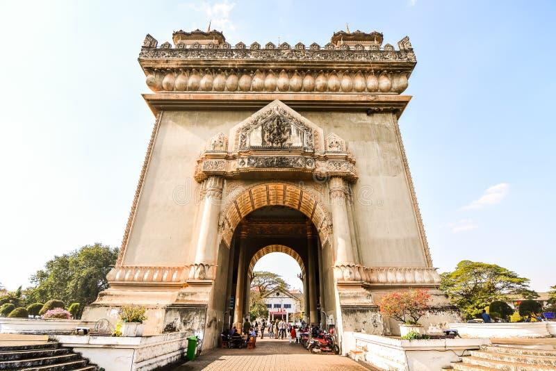 Красивое фото дуги triomphe во Вьентьян Лаосе, Азии стоковая фотография rf