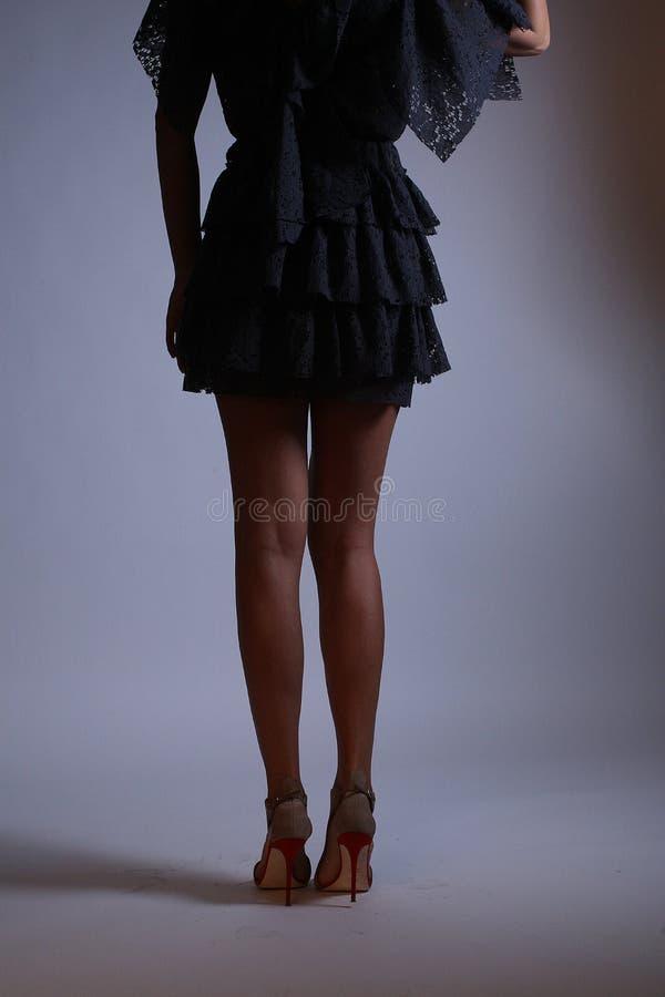 Красивое черное платье, задний взгляд стоковая фотография