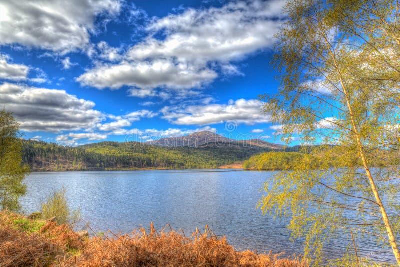 Красивое шотландское озеро Garry Шотландия Великобритания озера к западу от Invergarry на A87 к югу от hdr Augustus форта красочн стоковая фотография rf