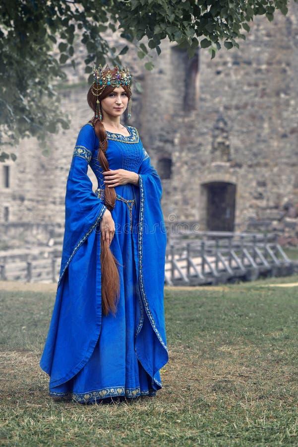 Красивое Элеанора Аквитании, duchess и ферзь Англии и Франции на высоких средних возрастах стоковые фотографии rf