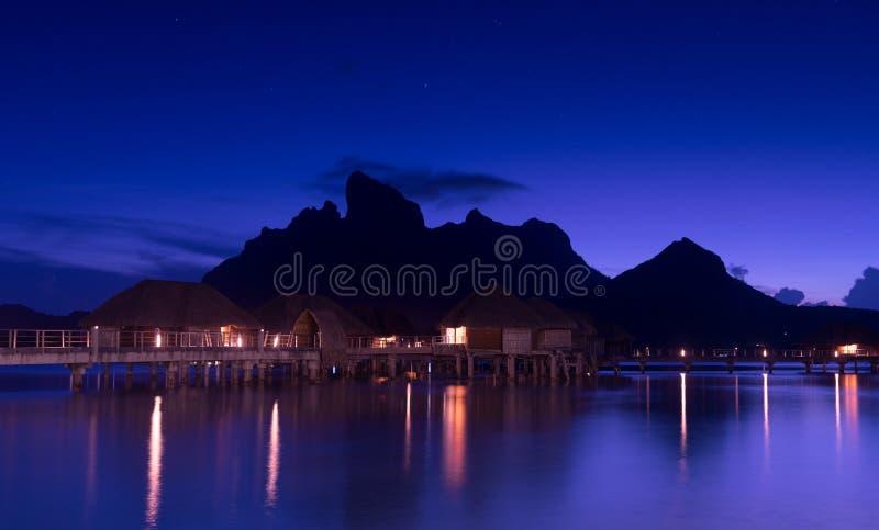Красивое Bora Bora и звёздное небо на ноче стоковые изображения rf