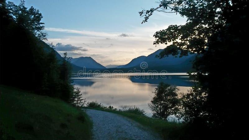 Красивое mountainlake стоковое изображение