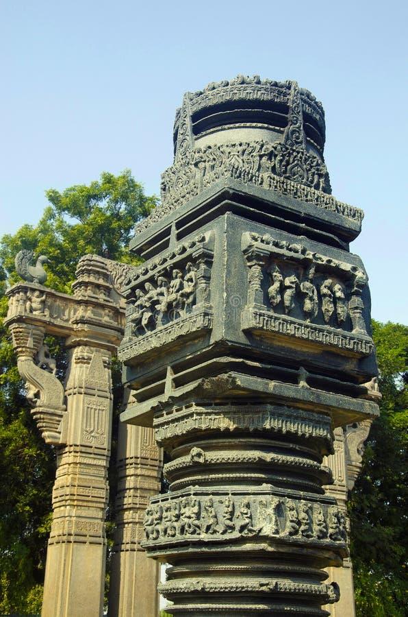 Красиво высекаенный штендер, частично взгляд портала, ворот Toranas Enterance, комплекса виска, форта Warangal, Warangal, Telanga стоковая фотография rf