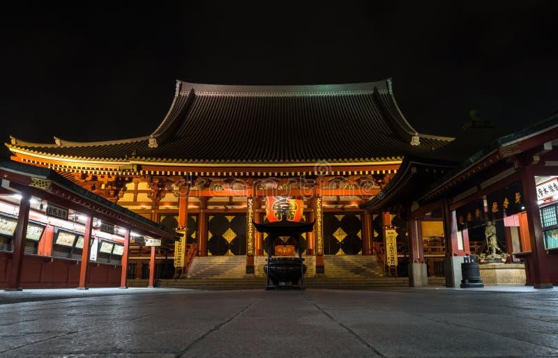 Красиво загоренный комплекс виска Senso-ji к ноча в Asakusa стоковое изображение rf