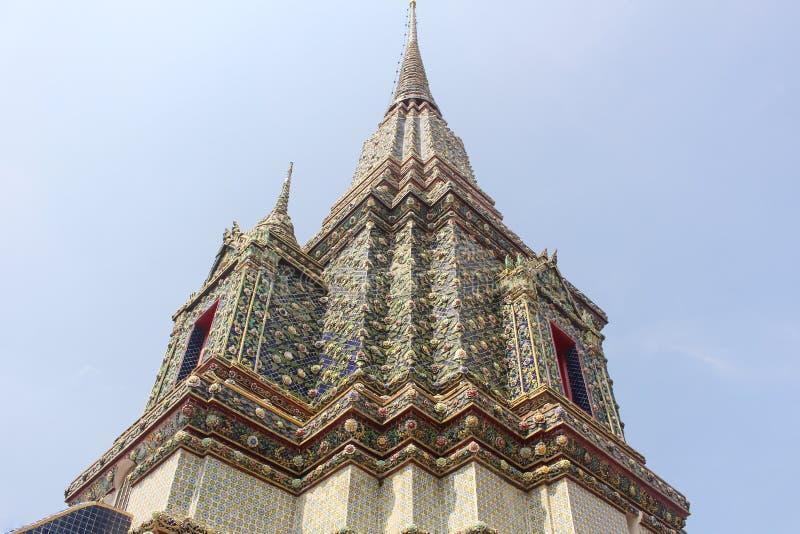Красиво украшенная пагода Wat Pho, или висок возлежа Будды, в Бангкоке, Таиланд стоковые фото