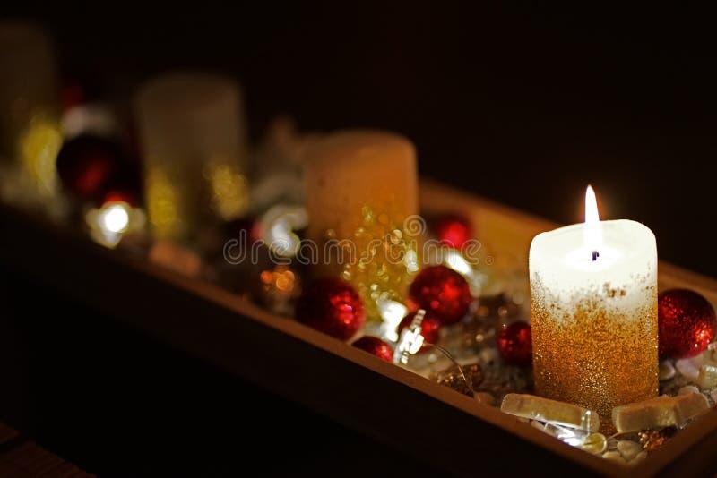 Красиво украшенная свеча рождества стоковое фото rf