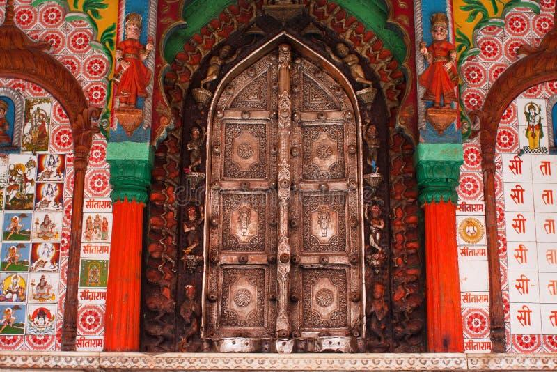 Красивые двери металла виска Hanuman стоковая фотография rf