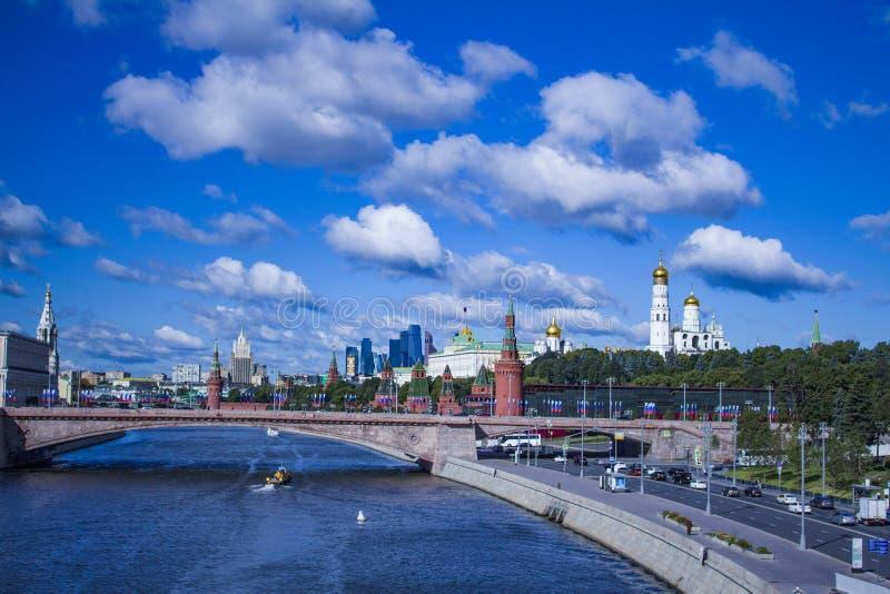 Красивые виды Кремля и реки Москвы стоковое изображение
