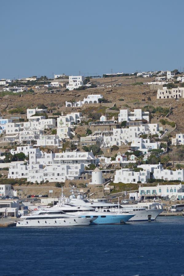 Красивые виды от открытых морей города Chora на острове Mykonos Архитектура истории искусства стоковые фото