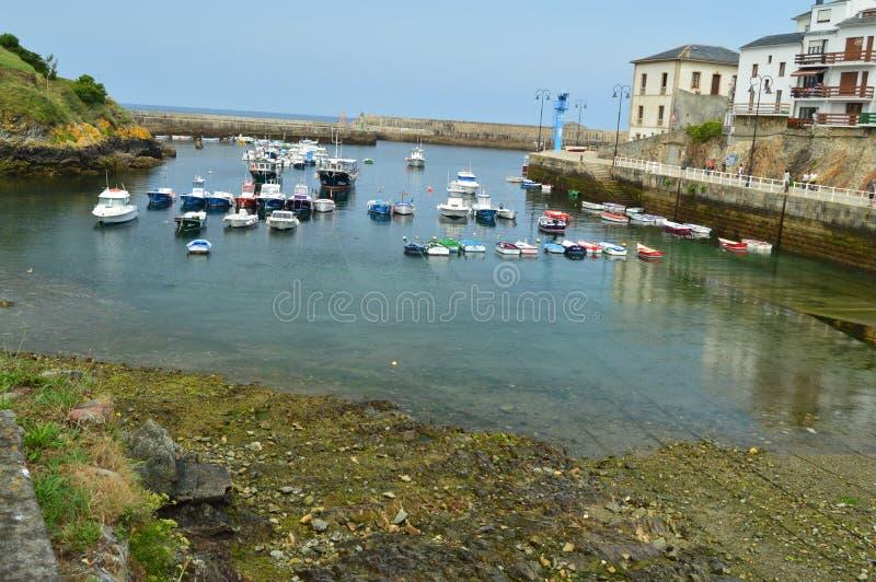 Красивые виды рыбного порта Tapia De Casariego Природа, перемещение, воссоздание стоковое изображение rf