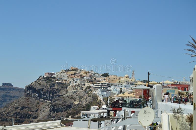Красивые виды саммита Fira на острове Santorini Перемещение, круизы, архитектура, ландшафты стоковые фотографии rf
