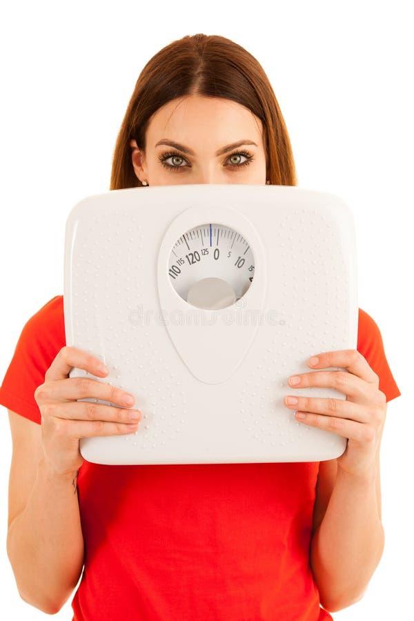 Красивые владения молодой женщины вычисляют по маcштабу как знак isolat weightloss стоковое изображение rf