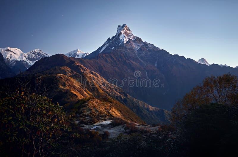 Красивые гималайские горы стоковые изображения rf