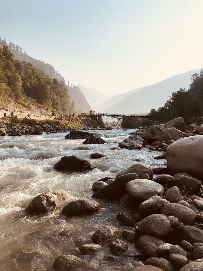 Красивые гора и река стоковая фотография rf