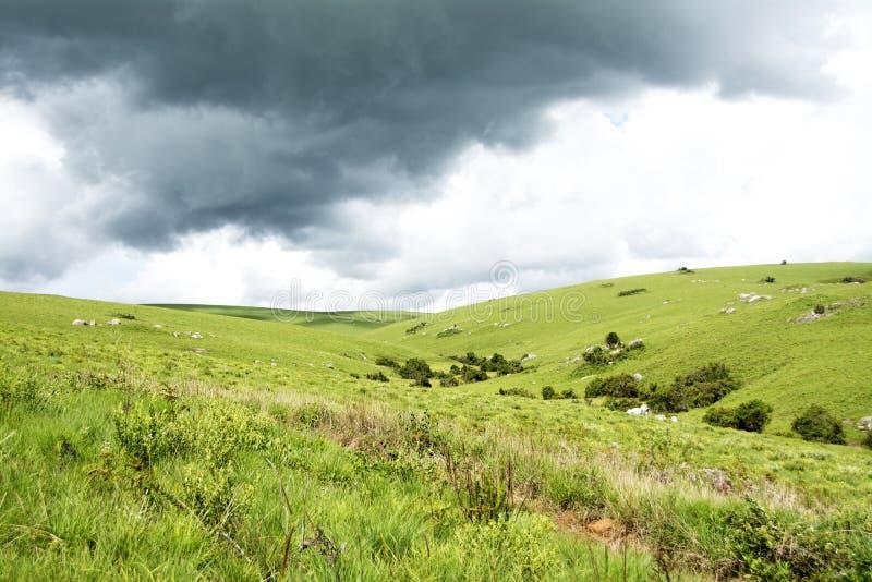 Красивые горы под бурными облаками стоковая фотография rf
