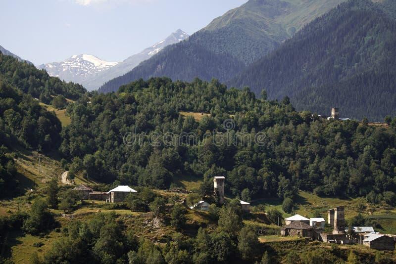 Красивые горы Svaneti, Georgia стародедовское зодчество стоковая фотография