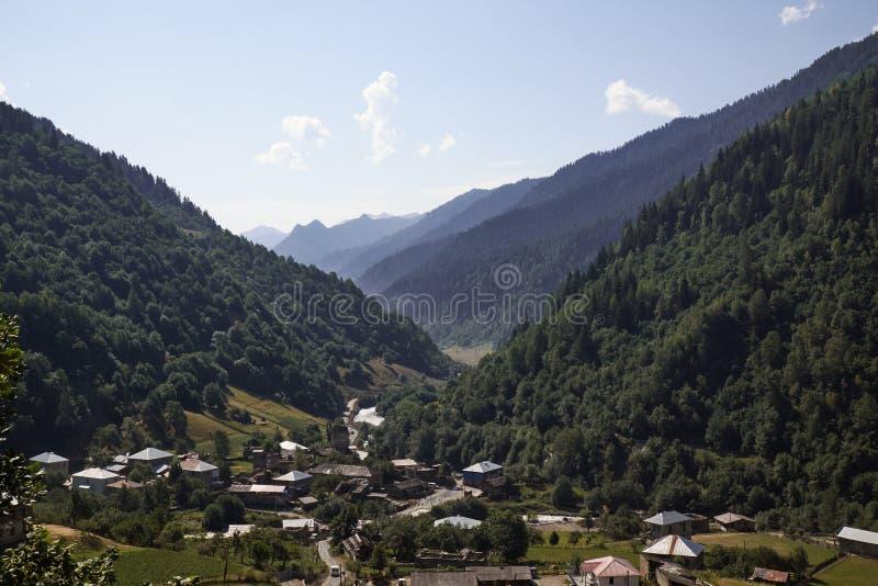 Красивые горы Svaneti, Georgia стародедовское зодчество стоковое изображение rf