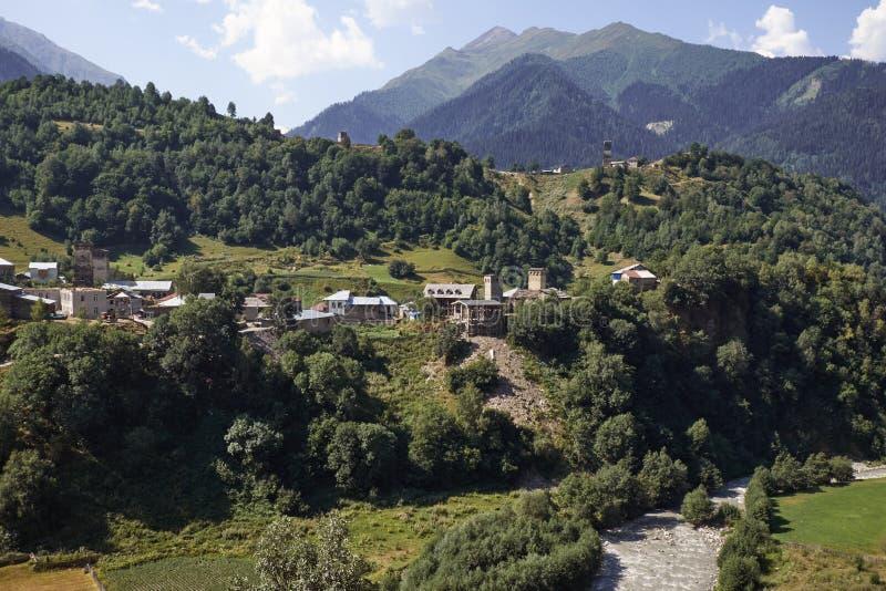 Красивые горы Svaneti, Georgia стародедовское зодчество стоковые изображения