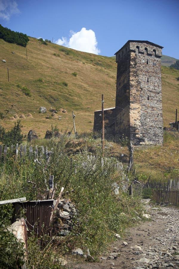 Красивые горы Svaneti, Georgia стародедовское зодчество стоковые фотографии rf