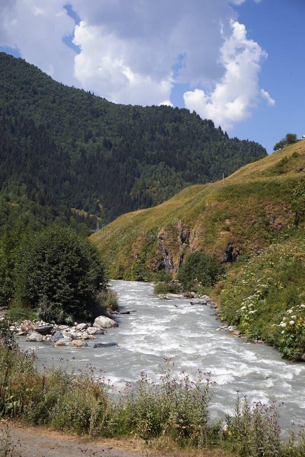 Красивые горы Svaneti, Georgia стародедовское зодчество стоковая фотография rf