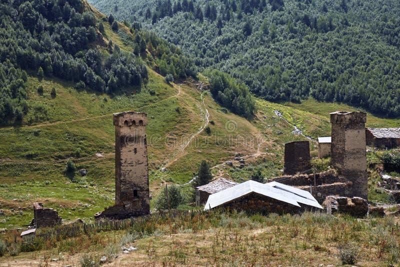 Красивые горы Svaneti, Georgia стародедовское зодчество стоковое фото rf