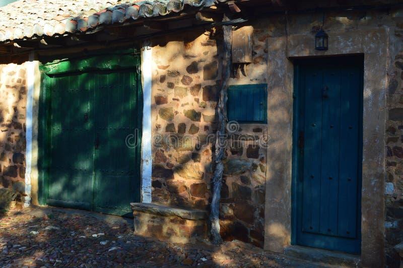 Красивые двери дома Maragata датируя в столетии XVI Castrillo de los Polvazares Архитектура, история, Camino De Santi стоковое изображение