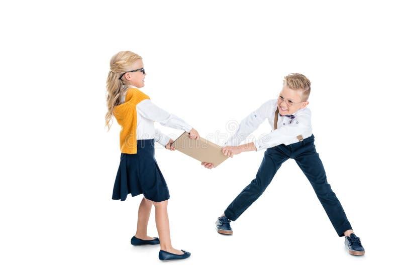 красивые дети воюя для книги стоковые изображения