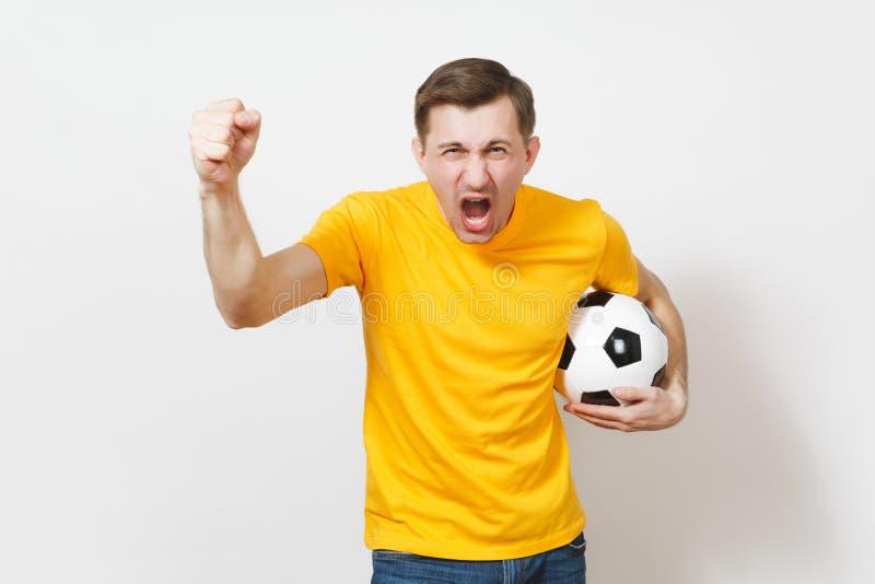 Красивые европейские молодые люди, футбольный болельщик или игрок на белой предпосылке Спорт, игра, здоровье, здоровая концепция  стоковое изображение