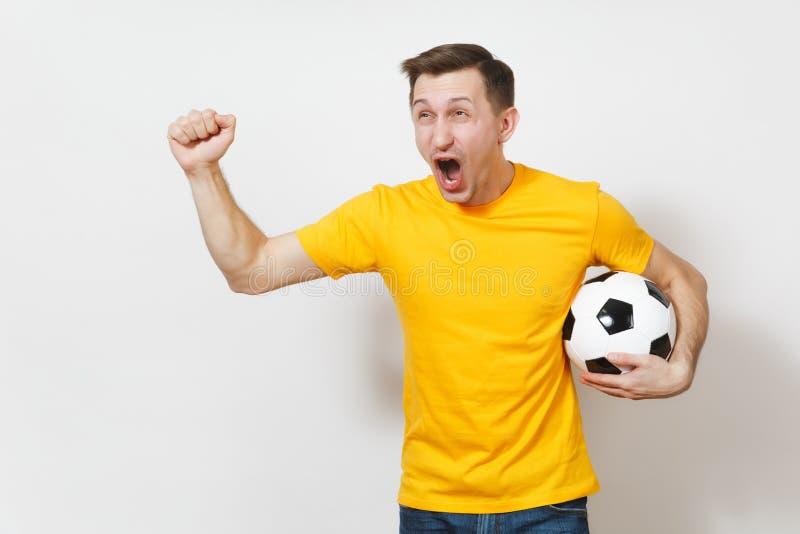 Красивые европейские молодые люди, футбольный болельщик или игрок на белой предпосылке Спорт, игра, здоровье, здоровая концепция  стоковая фотография