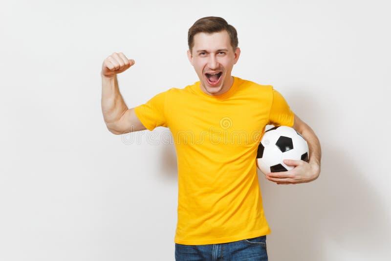Красивые европейские молодые люди, футбольный болельщик или игрок на белой предпосылке Спорт, игра, здоровье, здоровая концепция  стоковые фото