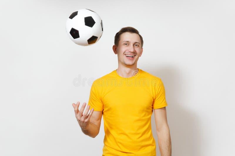 Красивые европейские молодые люди, футбольный болельщик или игрок на белой предпосылке Спорт, игра, здоровье, здоровая концепция  стоковые изображения rf