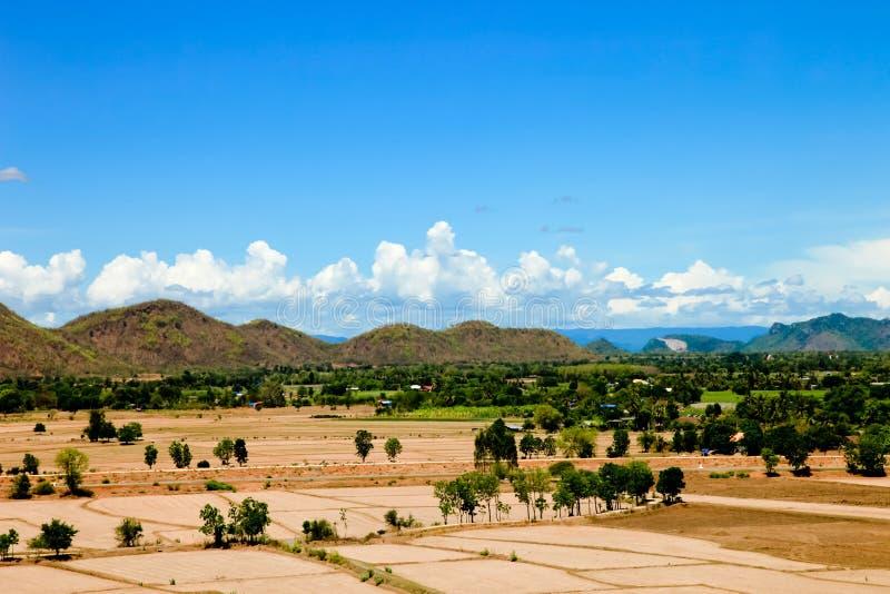 Красивые естественные земля и гора ландшафта видят высокий взгляд стоковое изображение rf