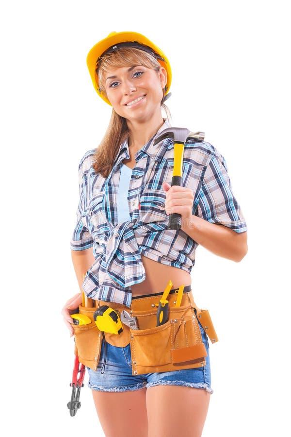 Красивые женский рабочий-строитель держа молоток с раздвоенным хвостом и надгоризонтный стоковое изображение