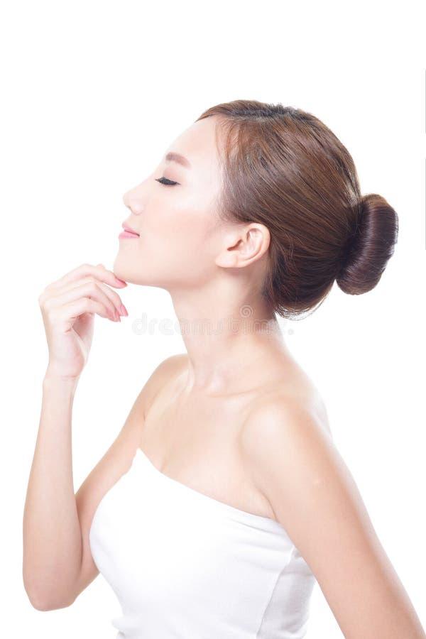 Красивые заботы женщины для кожи стоковое изображение rf