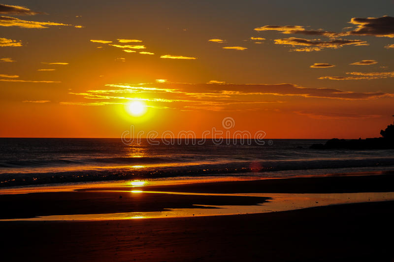 Красивые заходы солнца Playa El Zonte, Сальвадора стоковая фотография rf