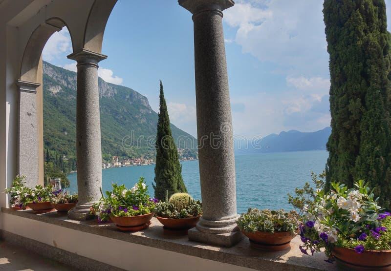 Красивые земли виллы Monastero на озере Como стоковое изображение rf