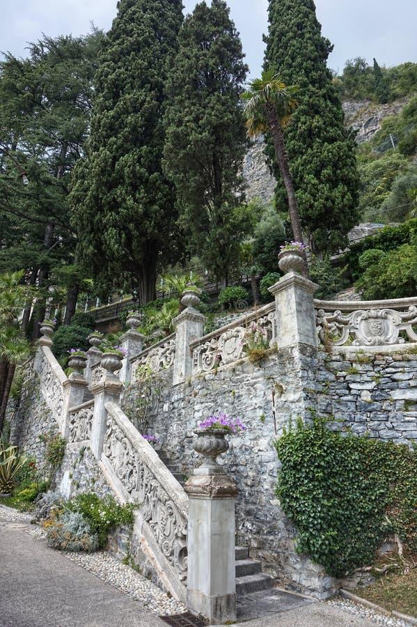 Красивые земли виллы Monastero на озере Como стоковые изображения rf