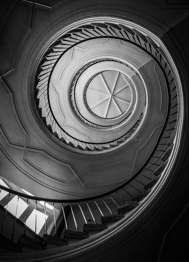 Красивые и загадочные лестницы к раю стоковые фото